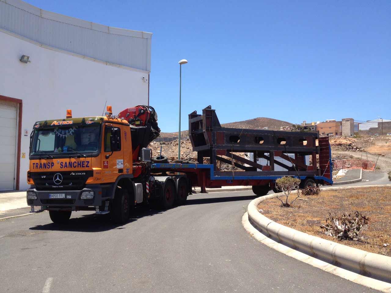 Sondertransporte Aufbauten - Transportes Sánchez